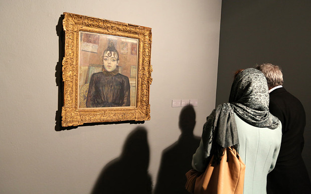 دریافت ضمانتنامه های دولتی برای بازگشت آثار/ درآمد 2 میلیون یورویی کشور از هر نمایشگاه / چون منافعشان به خطر افتاده مخالفت می کنند