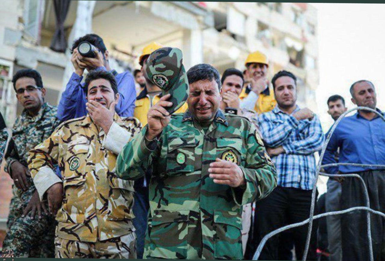عکس: اشک های امداد رسانان ارتشی برای زلزله زدگان کرمانشاه