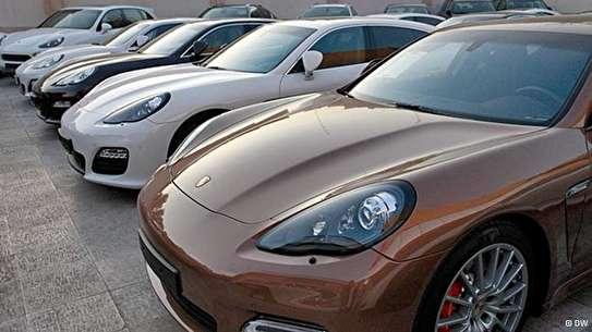 واردات خودروی خارجی بالای ۲۵۰۰ سیسی با شرط و شروطی آزاد شد